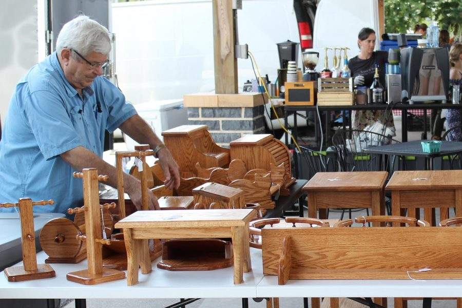 Farmer%27s+Market+woodworker+Jim+Dellinger+rearanges+his+shop+in+downtown+Harrisonburg.
